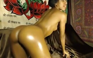 Dark Skinned Goddess Greases Up Her Wonderful Big Booty For
