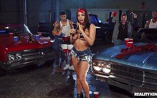 Gangbang sexual ride down forwards garage be fitting of bosomy Luna Star